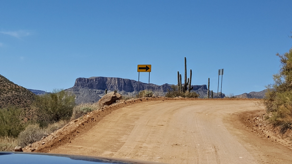 Scenery along the Apache Trail route